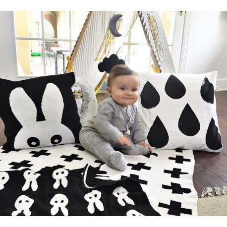 Gebreid babydekentje met konijntjesprint